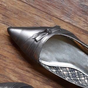 American Eagle Metallic Kitten Heel Shoe Bow